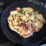 餅ピザ作った!フライパンで作る超簡単レシピ!とろけるチーズが堪らない!【正月余り物アレンジ】